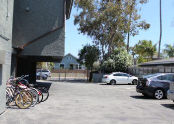 Breezes 4 Parkling Lot