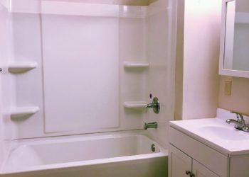 Horizon Square Bathroom
